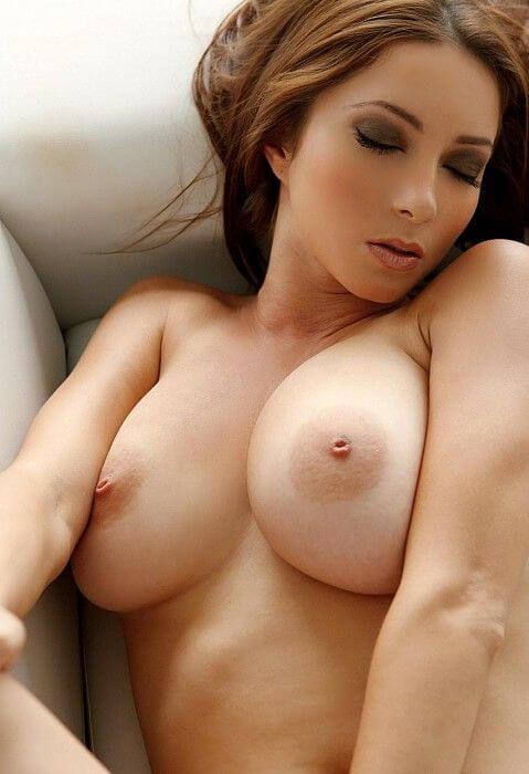 sexy-titten-luder-mit-grossen-bruesten-auf-nacktfoto