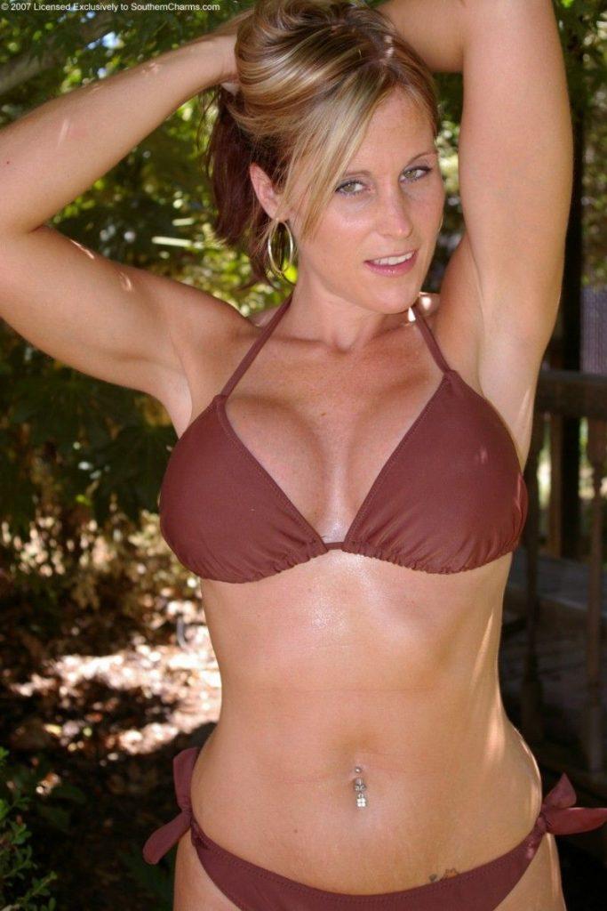 Geile deutsche Weiber sehen auch im Bikini geil aus