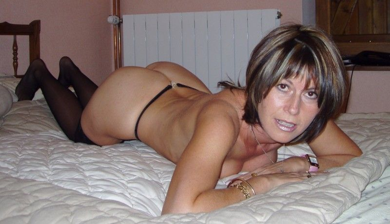 Sexy Hausfrau ohne Tabus sucht potente Sexpartner